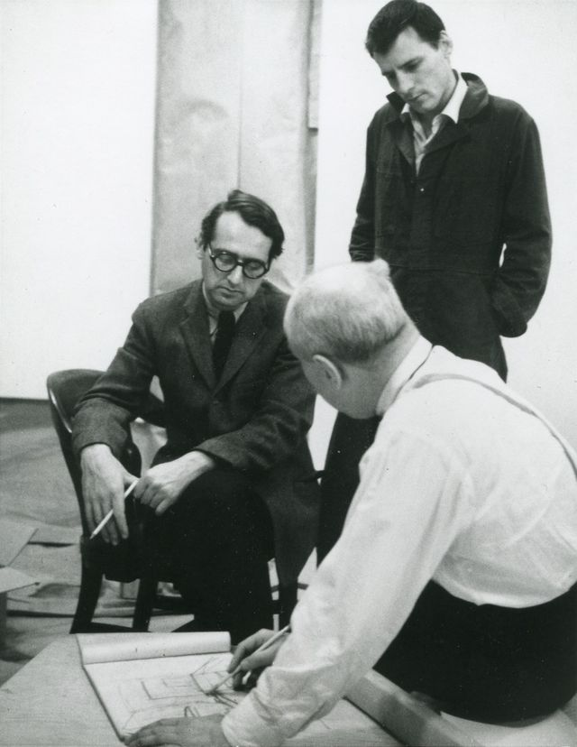 Newman at the Front Street studio, discussing his synagogue project with Richard Meier (seated) and Robert Murray, 1963. Photo by Jonathan Holstein