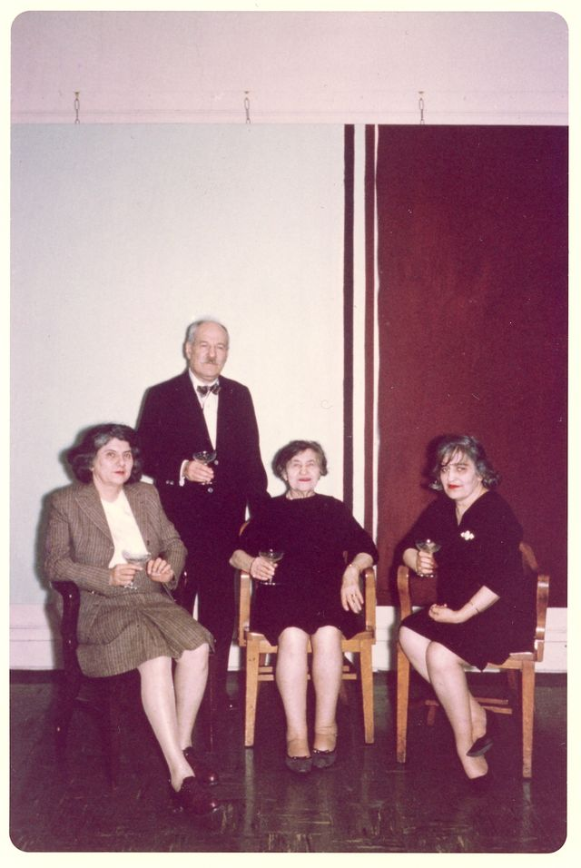 Newman with his wife, Annalee, his mother, Anna, and his sister, Sarah, in front of _Uriel_, 1955