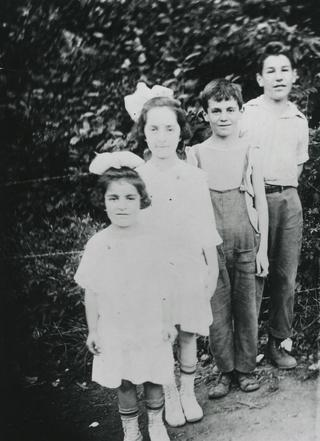 Barnett Newman (right) with his brother, George, and his sisters, Gertrude and Sarah, c. 1917